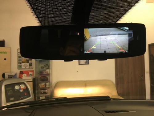 Zrcatko LCD